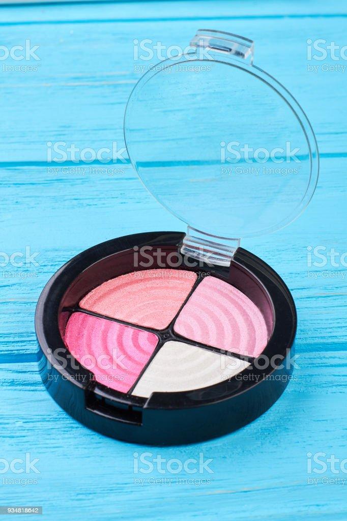 4 가지 색상 eyeshadows 핑크. - 로열티 프리 0명 스톡 사진