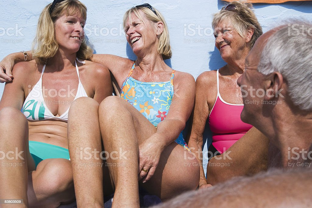 Four friends in swimming costumes laughing foto stock royalty-free