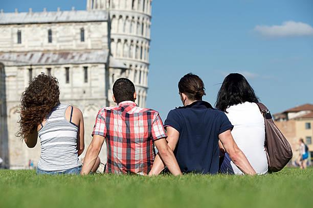 Vier Freunde im Urlaub besuchen, Pisa – Foto