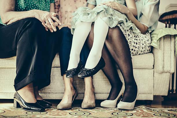 vier generationen - granny legs stock-fotos und bilder