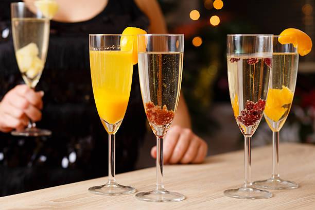 vier gläser mit champagner - ananas marmelade stock-fotos und bilder