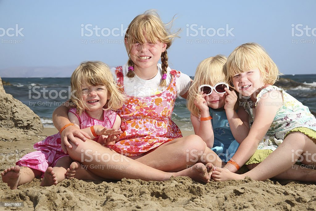 Четыре Счастливые девочки Стоковые фото Стоковая фотография