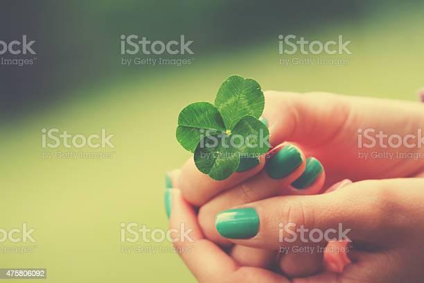 Four leaf clover picture id475806092?b=1&k=6&m=475806092&s=612x612&h=nkn825cxymcupoiifff7wlcifvtesp3roifxw6cnkmi=