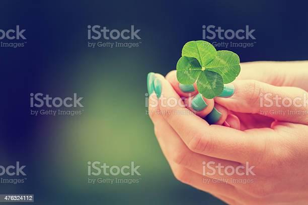 Four leaf clover picture id476324112?b=1&k=6&m=476324112&s=612x612&h=qth3ytyhkawgwls3wmyclflvoo tsizzu3mxsemtdwo=