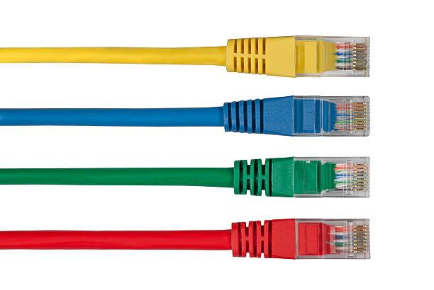 cztery wielu kolorowych kabli sieciowych - kabel komputerowy zdjęcia i obrazy z banku zdjęć