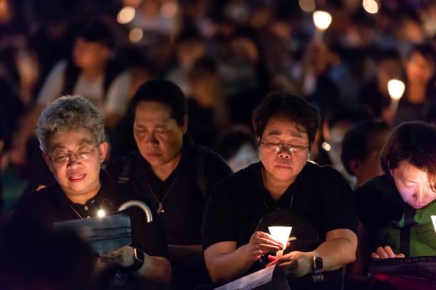 Four people attending candlelit vigil for Tiananmen Square Massacre – zdjęcie
