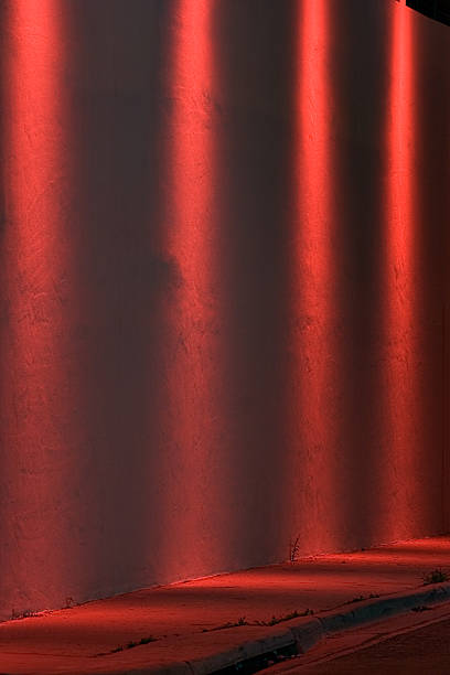 Vier Rote Spotlights an eine Wand, – Foto