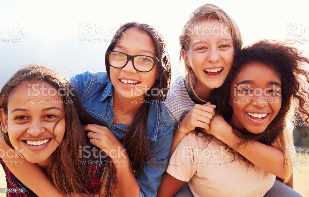 Lesbische schoolmeisjes spelen