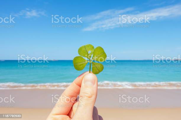 Fourleaf clover against blue lagoon picture id1187792533?b=1&k=6&m=1187792533&s=612x612&h=23i3kyg3dg2 kp985tavt6uku3kxot2sn9cn6ciew4y=