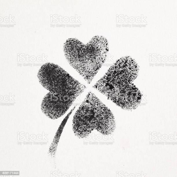 Fourleaf irish clover picture id638171444?b=1&k=6&m=638171444&s=612x612&h=e5qlp0xl36n5enbbtzfyy6kr9u7lym61x z7qqex1gc=