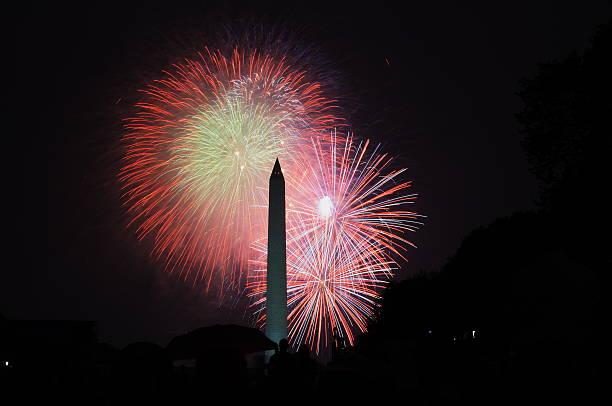 4. juli mit feuerwerk - frohes neues jahr stock-fotos und bilder