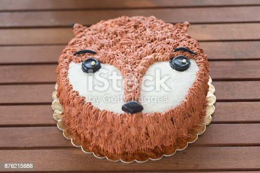 istock fox-shaped cake 876215686