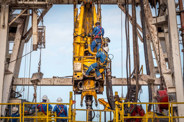 Fracking Drill Rig Crane - Construction Machinery, Fossil Fuel, Oil, Fracking, Natural Gas safety harness stock pictures, royalty-free photos & images