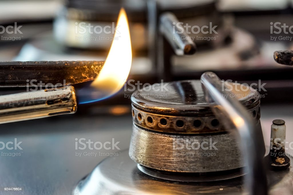 Fragment of a gas kitchen stove . Selective focus - foto stock