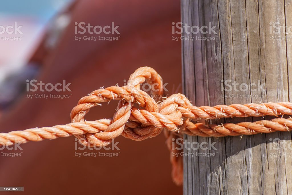 Fragment of nautical rope fence with weathered wooden - foto stock