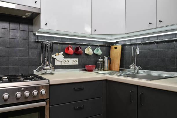 Ein Fragment der Küche im modernen Stil – Foto
