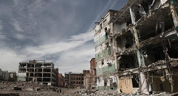 金属片の一部全壊ビル - 遺跡 ストックフォトと画像