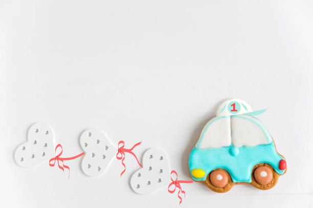 rahmen für geburtstag grußkarte. postkarte für 1 jahr. kinder banner mit einer schreibmaschine und luftballons. hintergrund für die baby-banner und grußkarte - sterntaufe stock-fotos und bilder