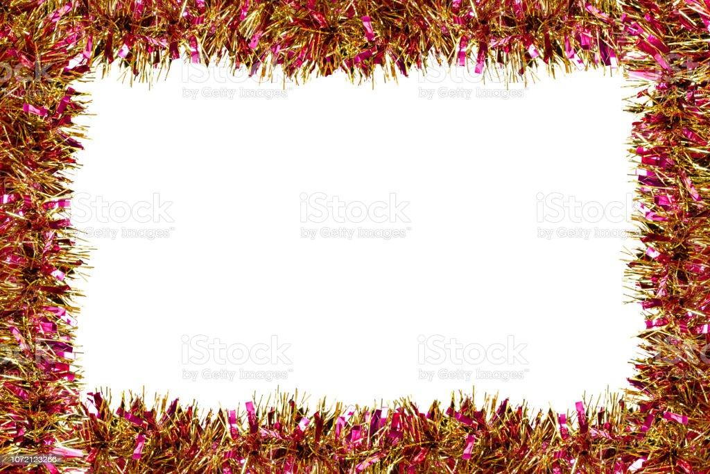 Rahmen aus bunten Flitter Dekorationen für Weihnachten, isoliert auf weißem Hintergrund mit clipping-Pfad und Kopie Raum. – Foto