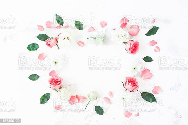 Frame made of rose flowers on white background flat lay picture id637350122?b=1&k=6&m=637350122&s=612x612&h=tjihqnnqvwd6mlp4yc8i87 7yavlaaryg4nbozj1do0=