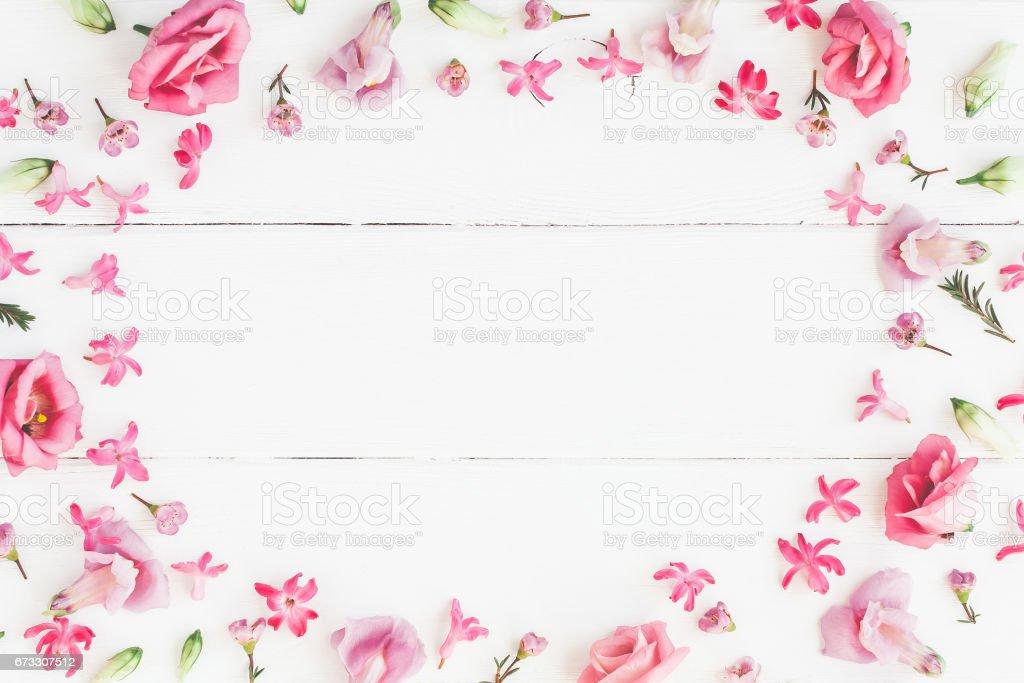 Fotografía de Marco De Varias Flores De Color Rosa Sobre Fondo ...