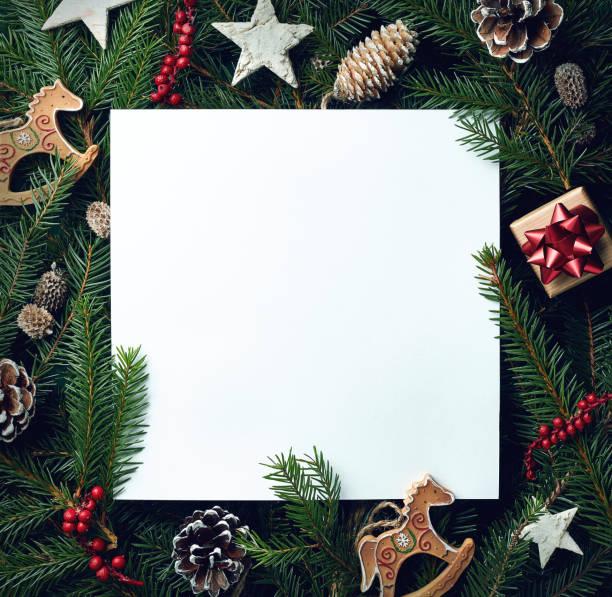 moldura de galhos de árvores de natal e decorações - descrição geral - fotografias e filmes do acervo