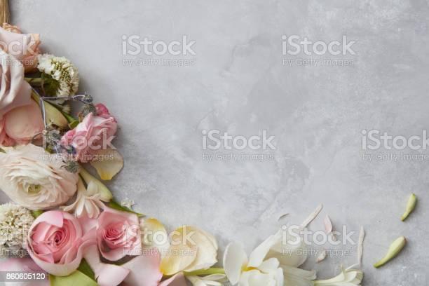 Frame of flowers picture id860605120?b=1&k=6&m=860605120&s=612x612&h=tf 6mslkujpoeeqeazb q81yl78jr3vps6vvkhxo8si=