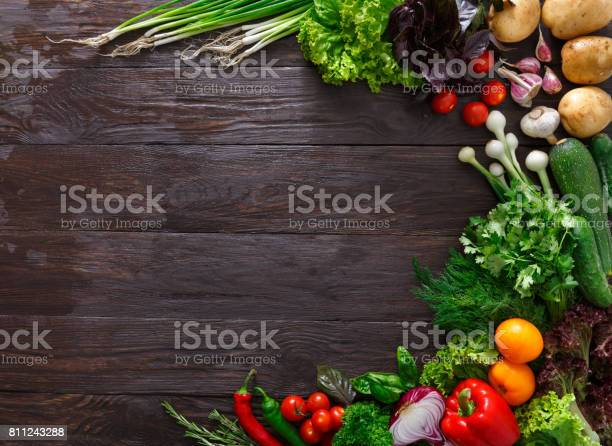 Frame of fresh vegetables on wooden background with copy space picture id811243288?b=1&k=6&m=811243288&s=612x612&h= k6upexh58kbhoiyd7co10sa3ujchriwleg5c7pioao=