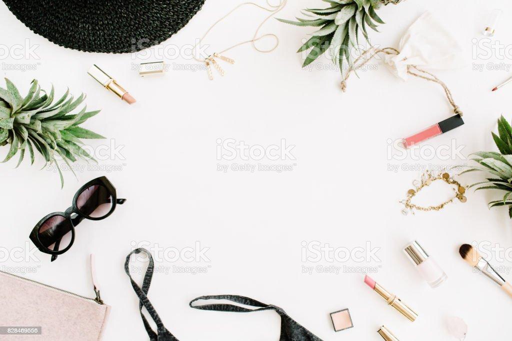Rahmen Der Modernen Frau Kleidung Und Accessoirescollage Stock ...