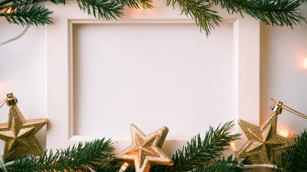 photo frame, de branches de pin, de lumière et de décoration de Noël pour le nouvel an et Noël concept historique - Photo