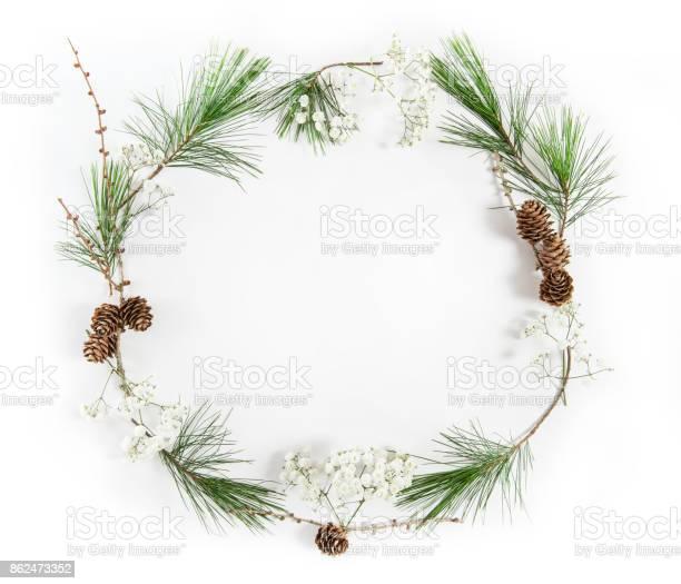 Frame pine tree branches christmas holidays flat lay picture id862473352?b=1&k=6&m=862473352&s=612x612&h=00bko4vcz1f55pfgqamztfkgo2 ctwfqwa5fincj9da=