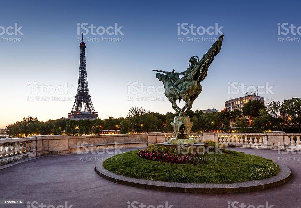 France Renaissance Statue de Bir-Hakeim Bridge et la Tour Eiffel - Photo