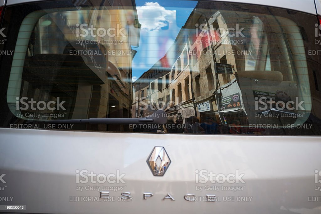 Frankreich, das sich in dem Fenster des Renault – Foto