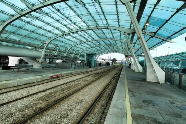 porto francisco sa carneiro havaalanı tren istasyonu - sefer tarifesi stok fotoğraflar ve resimler