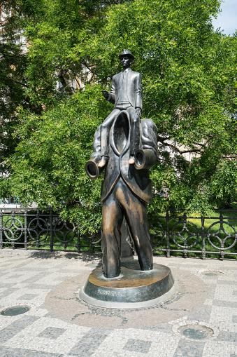 프라하에서 프랭크 카프카 동상 거리에 대한 스톡 사진 및 기타 이미지