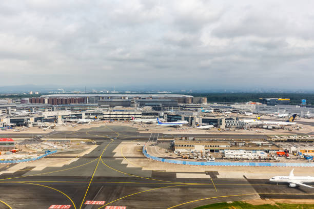 frankfurt airport fra terminal 1 luchtfoto - luchthaven frankfurt am main stockfoto's en -beelden