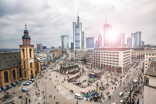 frankfurter skyline der innenstadt - stadt frankfurt stock-fotos und bilder