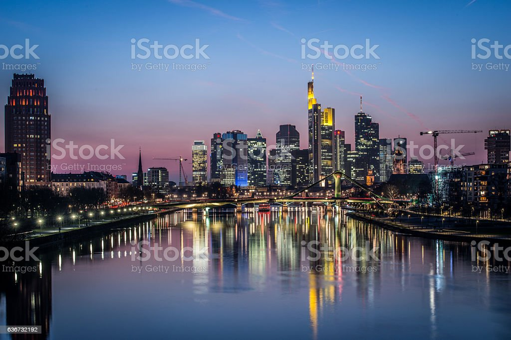 Frankfurt Eastend at Night - foto de acervo