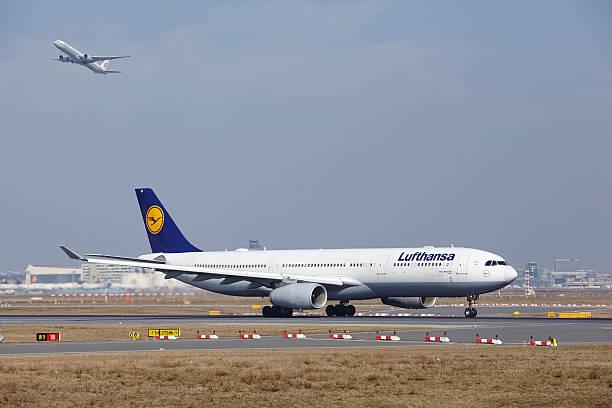 Internationaler Flughafen Frankfurt-Lufthansa Airbus A330 nimmt – Foto