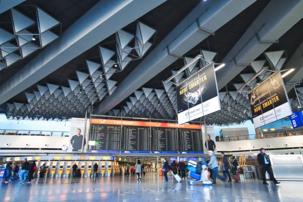 frankfurt international airport - luchthaven frankfurt am main stockfoto's en -beelden