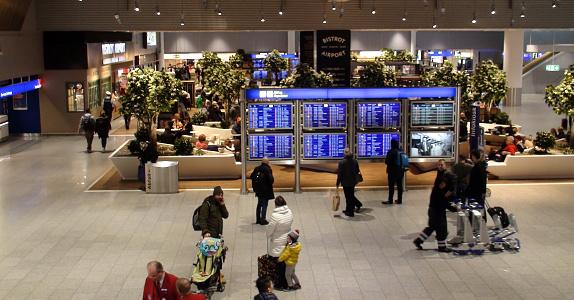 Frankfurt International Airport Terminal En Personenscherm In Duitsland Stockfoto en meer beelden van Analoog