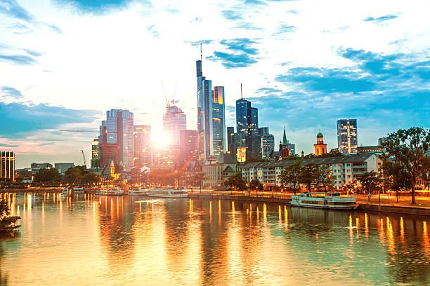 skyline von frankfurt - main stock-fotos und bilder