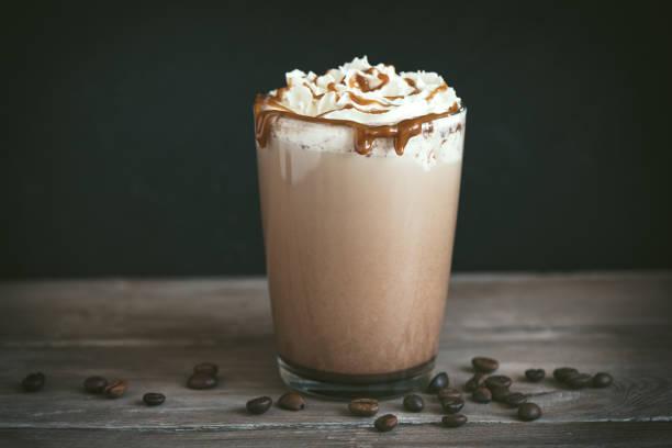 frappe kaffee (frappuccino) - mocca stock-fotos und bilder