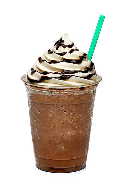 frappuccino in takeaway cup - chocoladesaus stockfoto's en -beelden