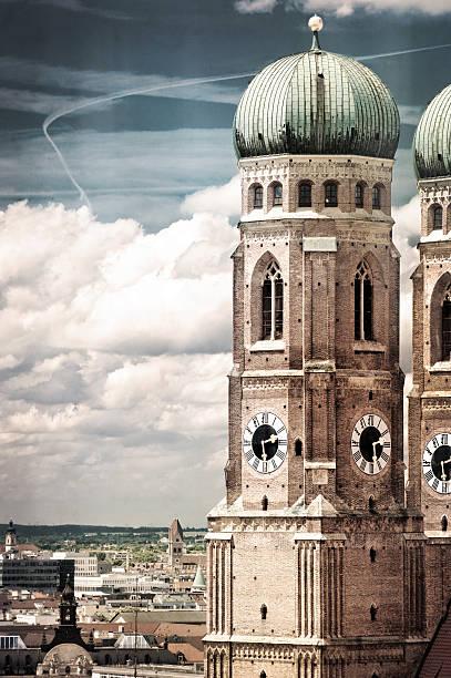 frauenkirche in münchen, deutschland - münchner frauenkirche stock-fotos und bilder