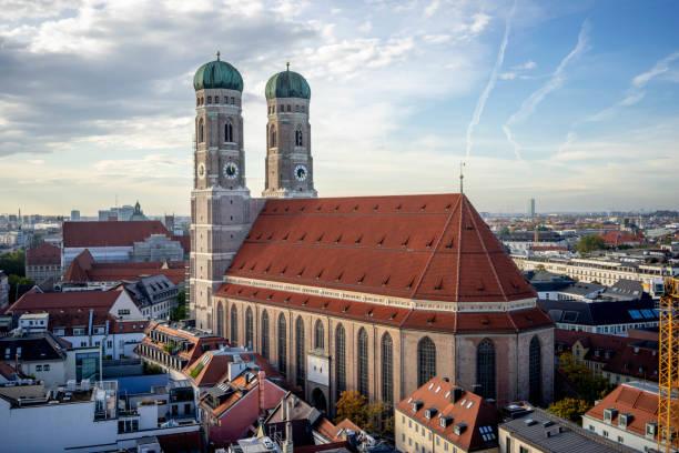 frauenkirche - marienplatz foto e immagini stock