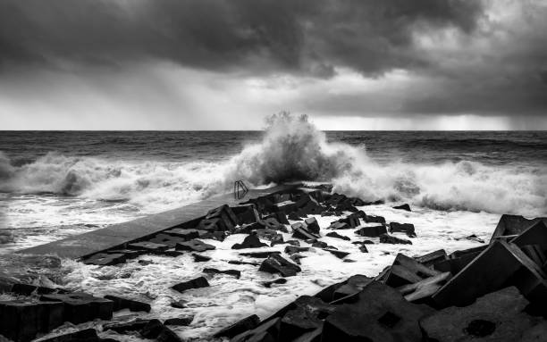 freak wave hitting the shore - rain clouds porto portugal imagens e fotografias de stock