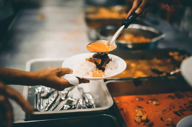 Kostenloses Essen für Obdachlose und Hungrige: Lebensmittelspendenkonzepte – Foto