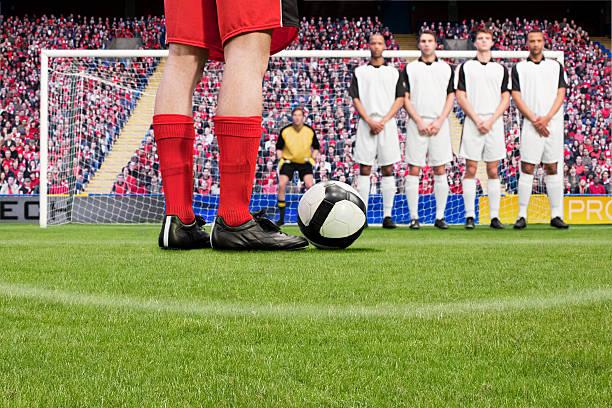 free kick bei einem fußballspiel - schuhe auf englisch stock-fotos und bilder