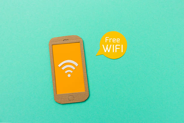 wlan-schild auf dem smartphone - iphone gratis stock-fotos und bilder